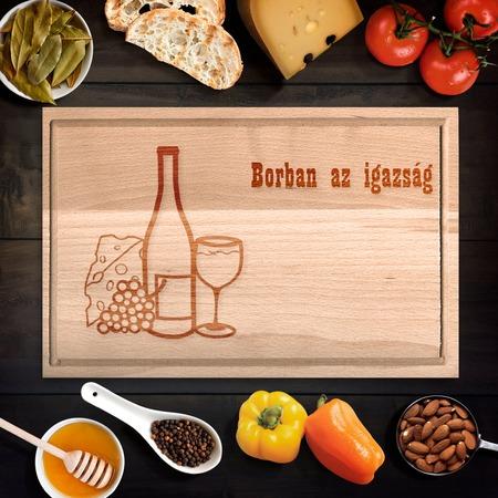 Egyedi vágódeszka borban az igazság